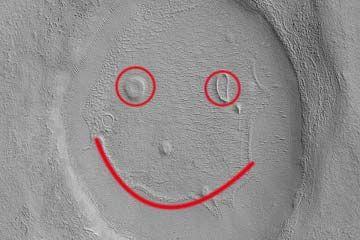 """火星探测器拍到火星""""笑脸"""""""