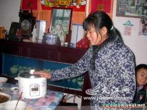 江西奇女子做饭不用插电源身体会放电