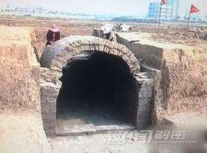 荆州惊现百座古墓 出土铜镜纹饰优美
