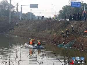 湖北客车坠湖 湖北鄂州客车坠湖致18死 乘客均为60到70岁老人 坠湖原因曝光引发