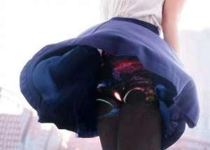 日本厂商推出女式紧身裤 当风吹起裙子时看到的是宇宙图案!